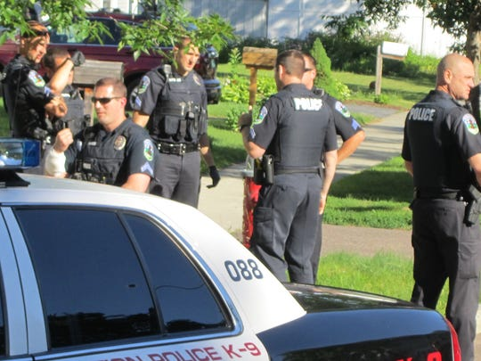 -BUR 0622 cop hurt C1.jpg_20140622.jpg