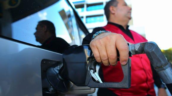 Gas price stretch gas dollars MIaimi FL GTY 160694453
