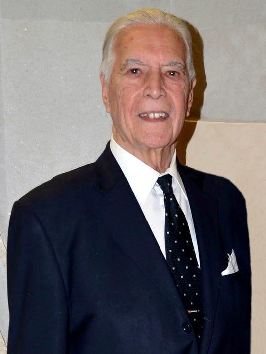 635942481897019261-El-primer-actor-Gustavo-Rojo-tiene-92-an-os-de-edad-y-ma-s-de-75-an-os-de-carrera.-Foto-Diana-Garci-aLa-Voz..jpeg