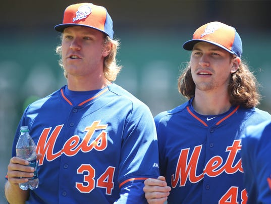 2015-06-02-noah-syndergaard-jacob-degrom