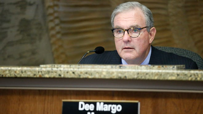 El Paso Mayor Dee Margo said he sees no downside to a proposed $18.6 million land swap to bring a Great Wolf Lodge resort to West El Paso.