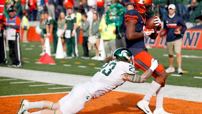 Illinois wide receiver Sam Mays scores a touchdown against Michigan State linebacker Chris Frey second half MSU's 31-27 loss at Illinois Saturday.