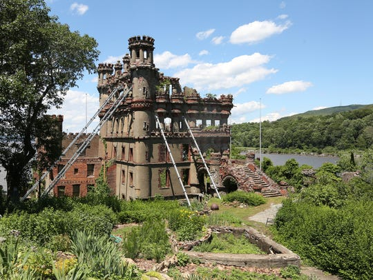 """You can see a live performance of a new play, """"Dracula,"""" on Bannerman Island."""