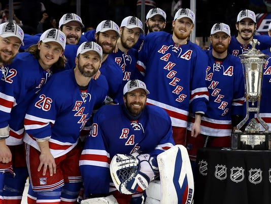 Rangers 2014 playoffs pose with East trophy
