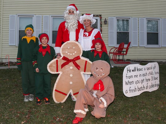 "Residents of ""Gingerbread Lane"" in Ankeny go all-out"