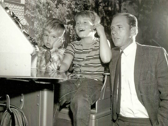 Ronny Howard, center, little brother Clint and father