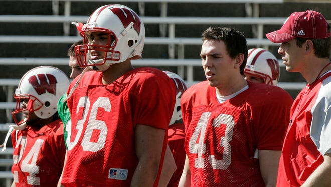 Bob Bostad (right) in 2006 as a tight ends coach for Wisconsin.