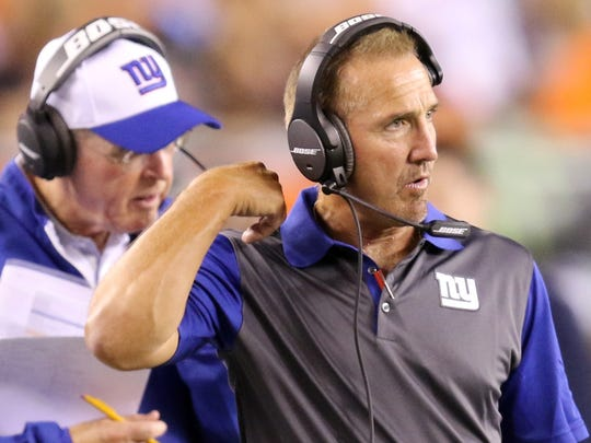 Former Eagles linebackers coach Steve Spagnuolo coaches with the New York Giants in 2015.
