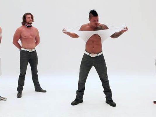 635685087665749439-Chippendales04