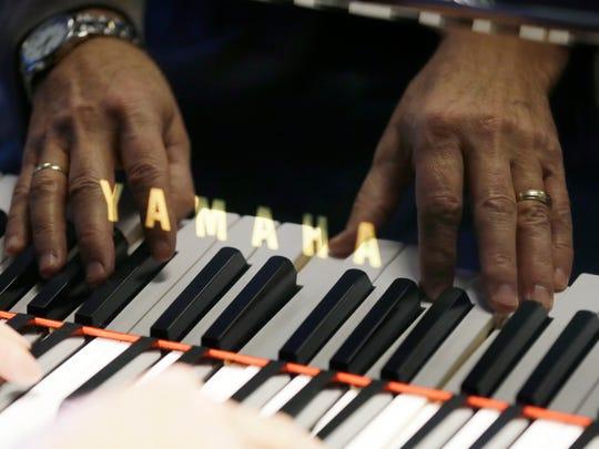 AP_Piano_Stores_Dwindling_IA (2).jpg