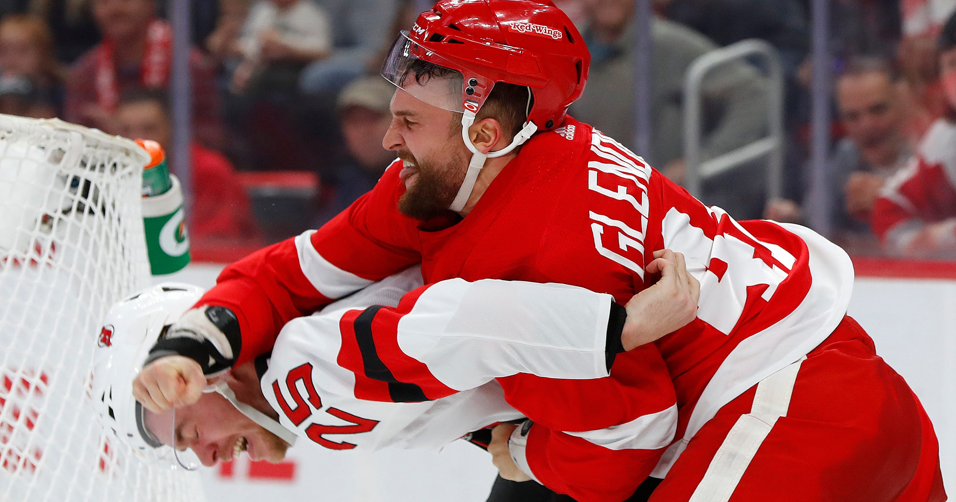 Red Wings beat Devils 4-3 with 2 short-handed goals in 3rd e5349fc20