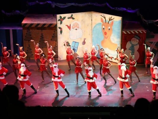 635860353033208213-Santas-perform.jpg