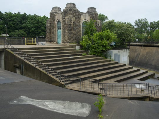 Brenke Fish Ladder: This is a favorite spot in Lansing's Old Town when the salmon are running. No fishing is allowed.