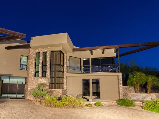San Francisco Giants pitcher Tim Lincecum is selling his Paradise Valley estate.