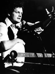 """Singer-songwriter Harry Chapin performs at Avery Fischer Hall in New York City in 1976. The singer died in 1981 in a car crash on the Long Island Expressway. Clare MacIntyre-Ross, the inspiration for his 1972 song, """"Taxi,"""" has died at 73 in Virginia."""
