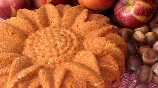 Torta di Mele is a quick and easy apple cake to make.