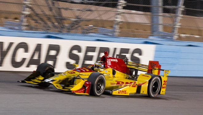 Ryan Hunter-Reay drives during qualifiers for the Desert Diamond West Valley Phoenix Grand Prix at Phoenix International Raceway in Avondale on Friday, April 28, 2017.