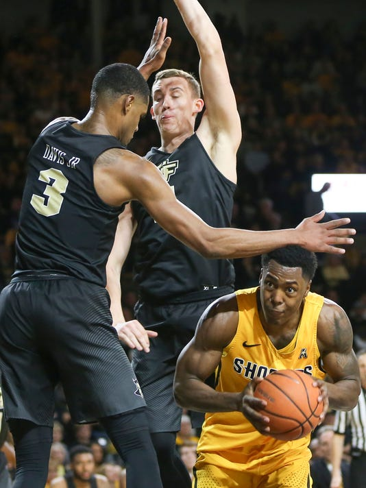 Wichita State forward Darral Willis Jr. tries to go up for a shot while Central Florida forward A.J. Davis, left, and forward Rokas Ulvydas defend during the first half of an NCAA college basketball game Thursday, Jan. 25, 2018, in Wichita, Kan. (Travis Heying/The Wichita Eagle via AP)