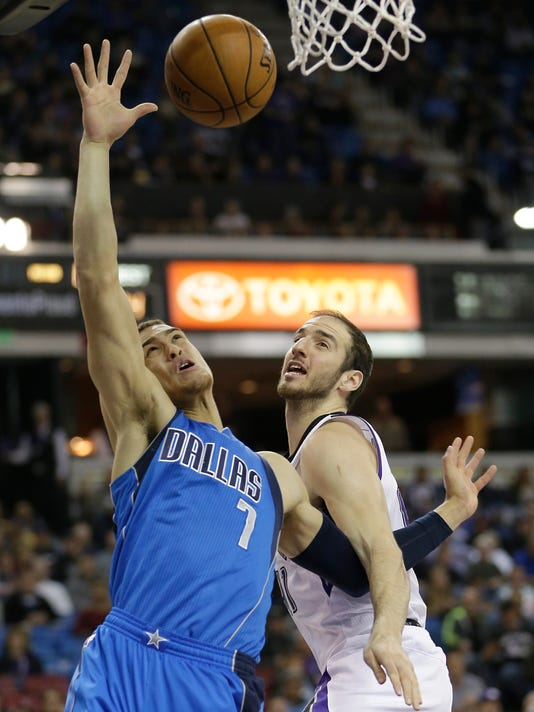 Dallas Mavericks forward Dwight Powell, left, and Sacramento Kings center Kosta Koufos battle for the rebound during the first quarter of an NBA basketball game in Sacramento, Calif., Monday, Nov. 30, 2015. (AP Photo/Rich Pedroncelli)
