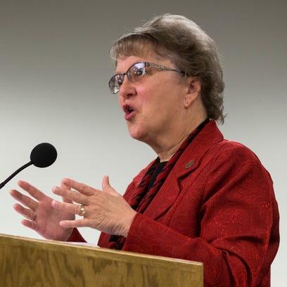 Arizona education 'at a crossroads,' schools chief Diane Douglas says
