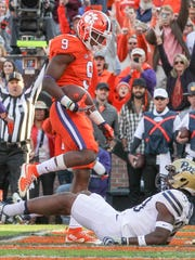 Clemson running back Wayne Gallman (9) scores against