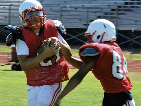 Matt Hollinshead — Current-Argus Loving senior wide receiver Miguel Arrieta makes a catch during short rout drills at practice Monday, Aug. 10.