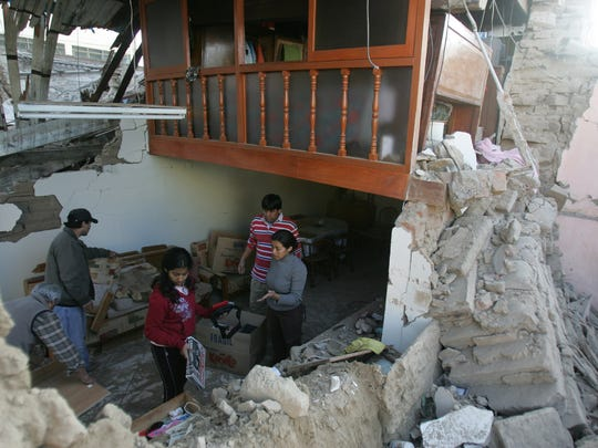 Aug. 15, 2007: 500 dead in Peru. A family inspects