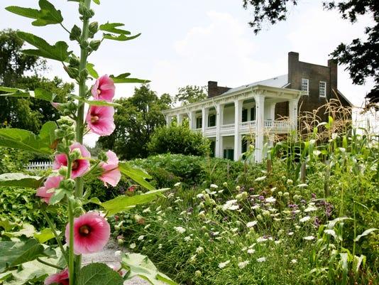 Tour Carnton garden with expert
