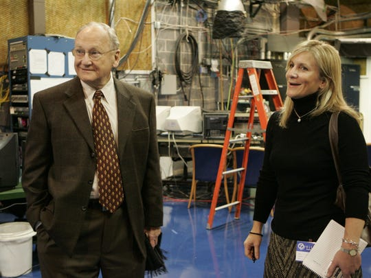 Schembechler and Detroit News reporter Angelique Chengelis at the Channel 7 studios in 2006.