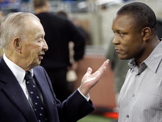 Lions owner William Clay Ford Sr., talking with Barry Sanders in 2007, died in March 2014.