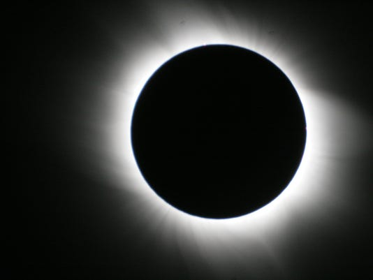 636383049937023033-636382990126707636-Eclipse-from-Greece-2006-03-29-Eclipse-Mike-Richardson.JPG