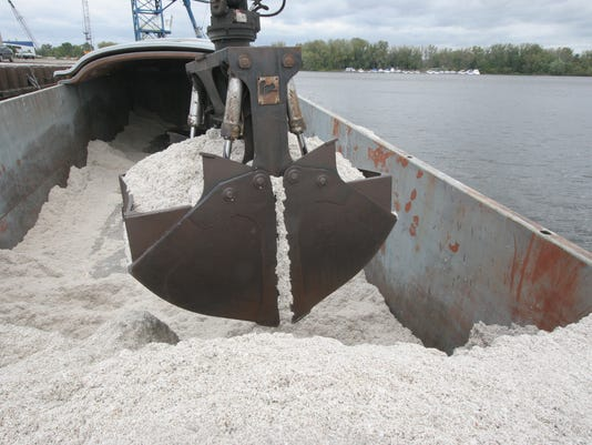 WSF 1124 cottonseed claw-barge.jpg