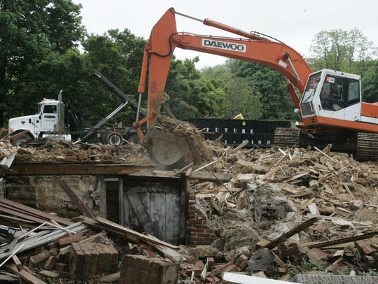 """The """"Penelope Stout"""" house in Holmdel is demolished"""