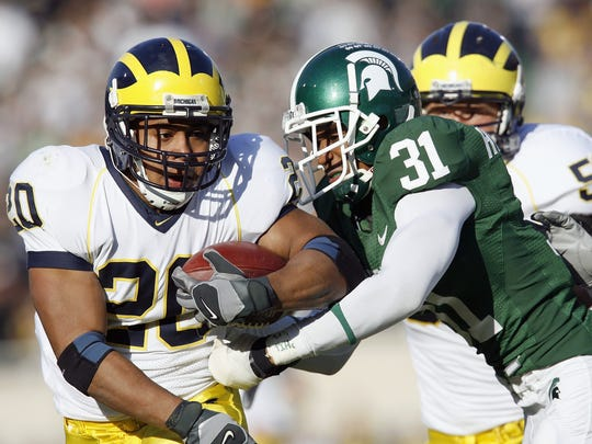 Mike Hart of the Michigan Wolverines carries the ball