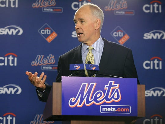 FLUSHING, NY 10/29/2010 Mets introduce Sandy Alderson as their new general manager.