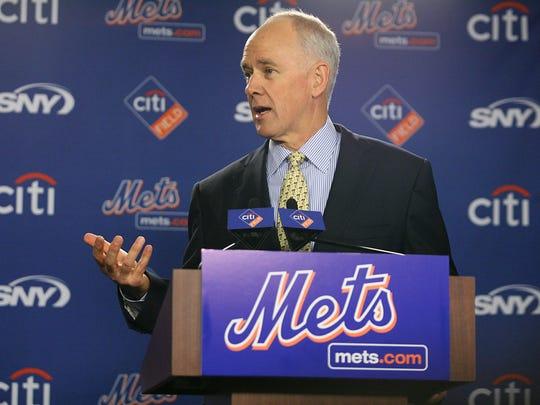 FLUSHING, NY 10/29/2010 Mets introduce Sandy Alderson