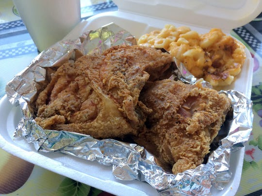 Fried chicken combo with baked macaroni and cheese