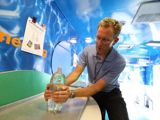 Bruce McLaren demonstrates how water pressure creates
