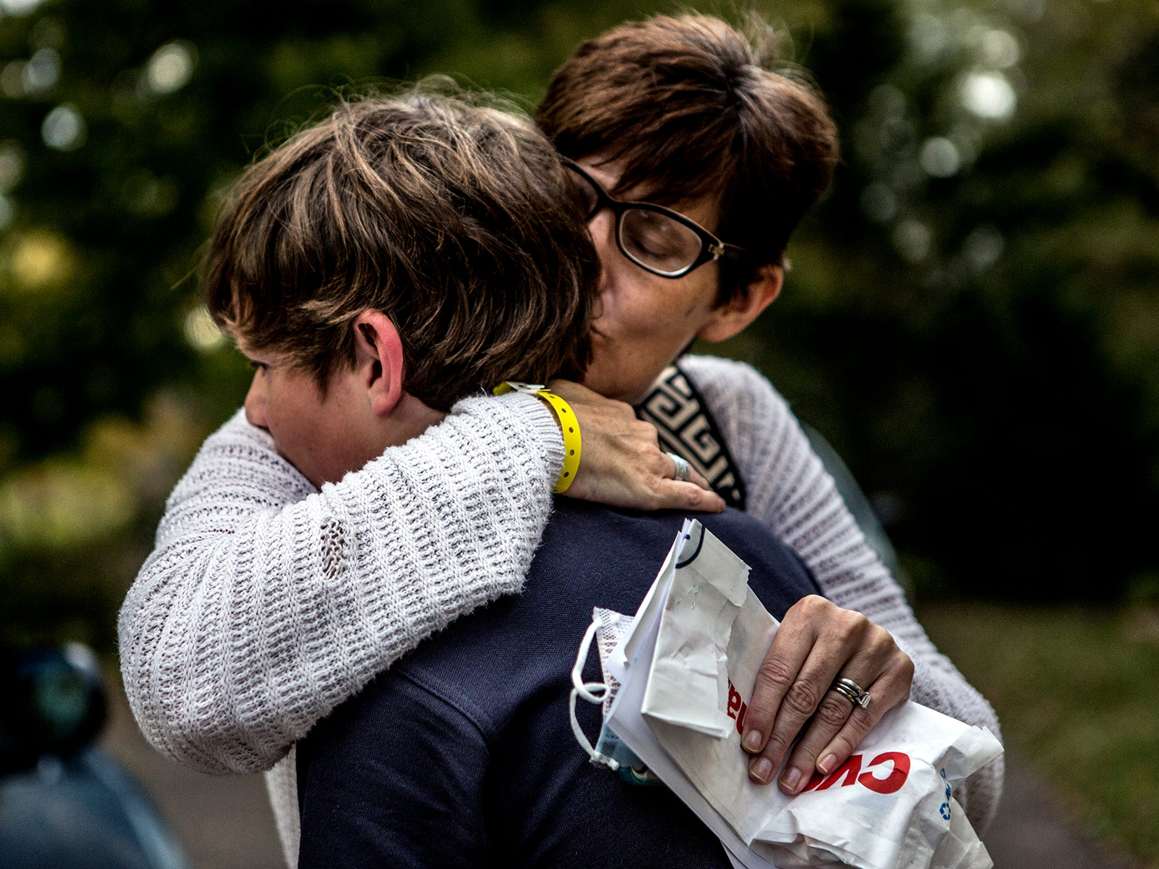 Noah ran out to see his mom when she came home from the hospital, and Stacey greeted him with a hug and kiss, saying how much she had missed him. Stacey went to the emergency room when she spiked a fever, and was kept there for three days.