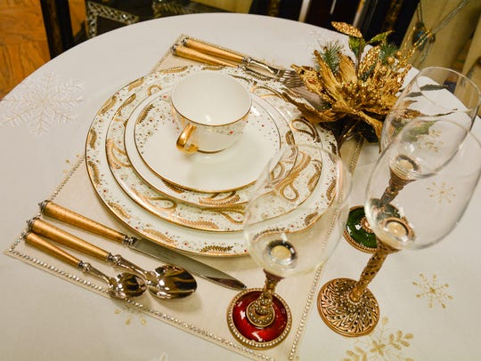 Prouna china 'Persia' in gold and white, encrusted