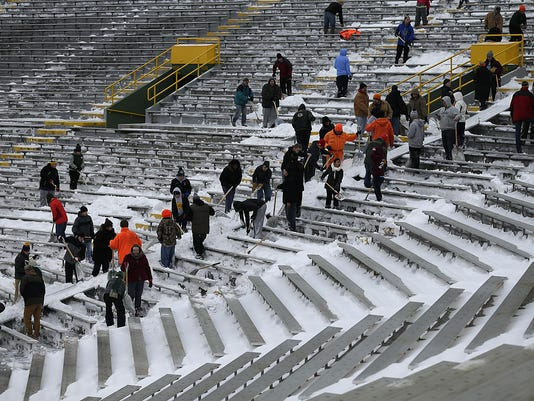 GPG ES Snow removal at Lambeau Field 12.31.15