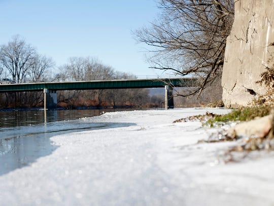 Ice on the outskirts of Chemung River at Bottcher's