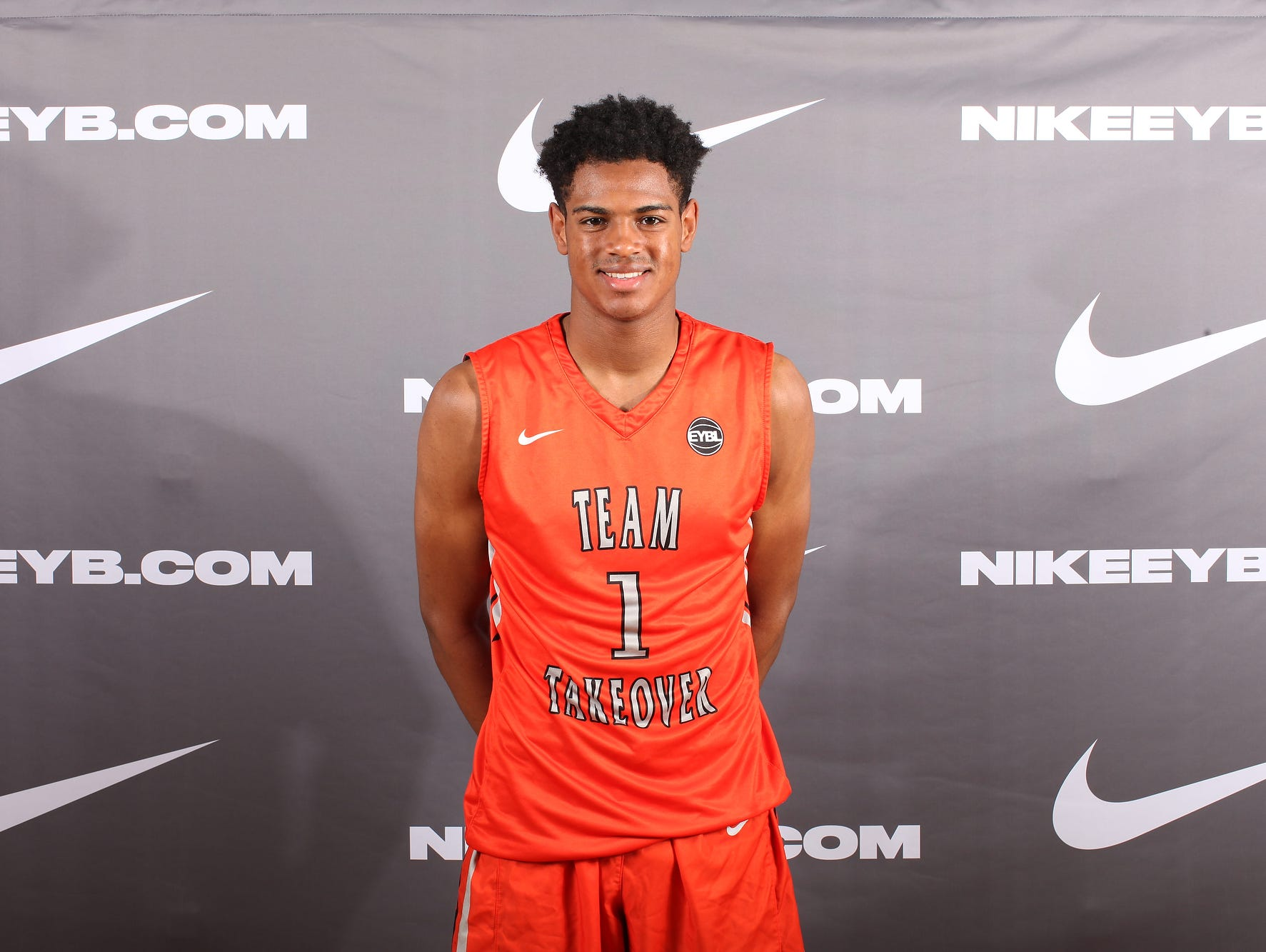 Class of 2017 wing DJ Harvey is a top recruiting target for Louisville, Arizona, Duke and several others.