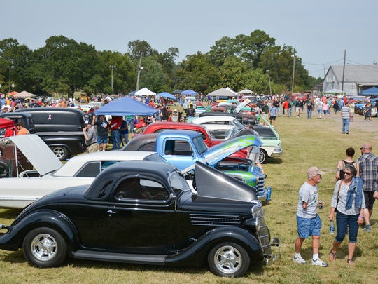 Fans check out the classic cars surrounding Blackham Coliseum during the 2015 Bayou Roundup.