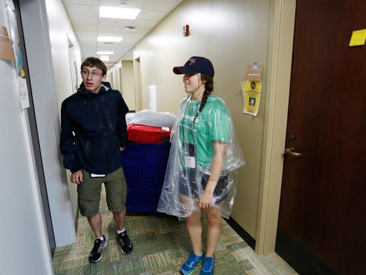 LAF Freshmen move into new Honors College