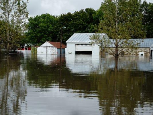 636101565592893600-20160922-bp-flooding-03.jpg