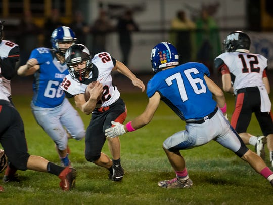 Williamsburg tailback Gage Hazen-Fabor (22) runs in the first quarter at West Liberty High School on Friday, October 7, 2016.