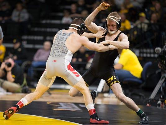 636211521737911458-20170127-PC-Iowa-OhioState-Wrestling-005.jpg