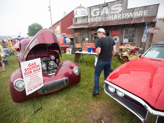 636250227232934928-SPJ-Iola-Old-Car-Show-17.JPG