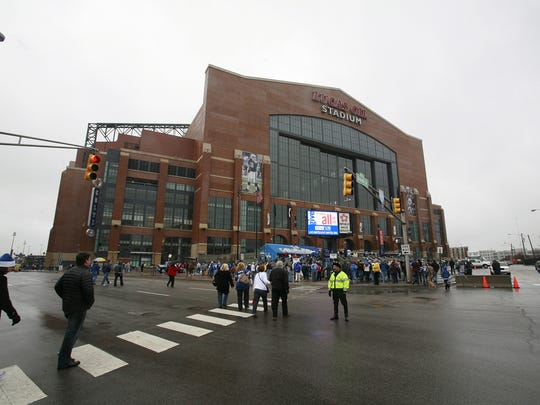 Colts fans stream in to Lucas Oil Stadium on a drizzly game day. 12/13/2009 (Michelle Pemberton/The Indianapolis Star)